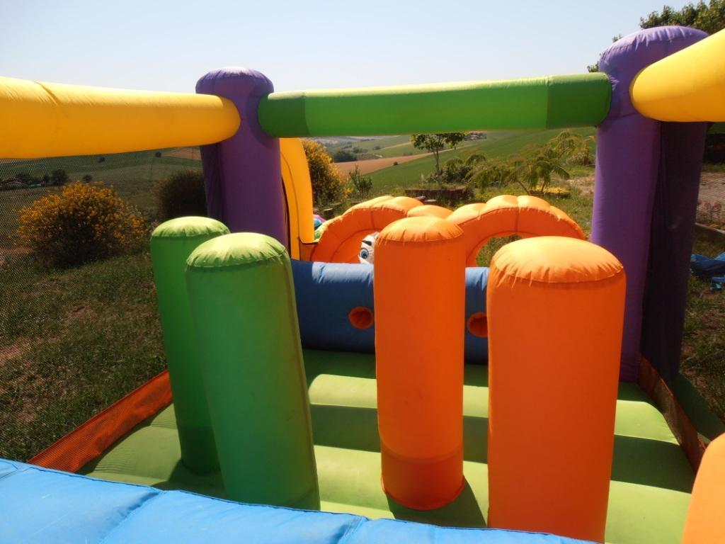 Noleggio affitto gonfiabili per bambini compleanni feste perugia umbria Percorso prezzo